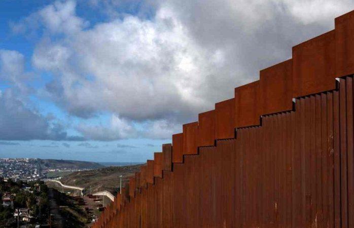 Para evitar cierre congreso de EU da fondos para el muro