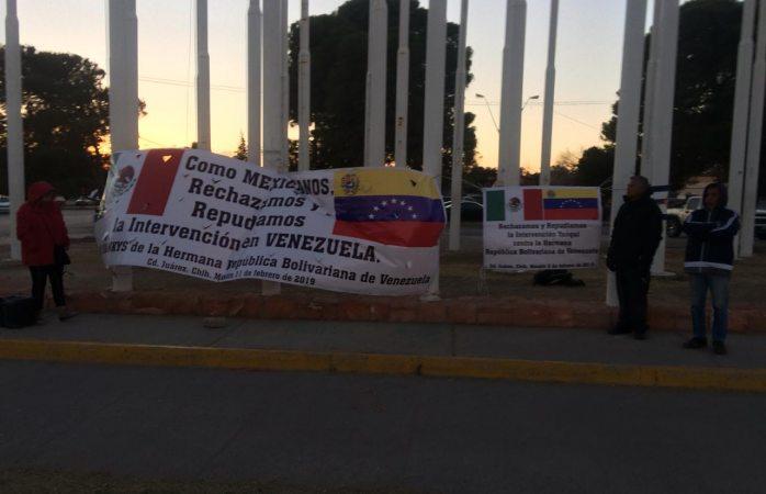 Protestan ante llegada de Trump en banderas del puente libre