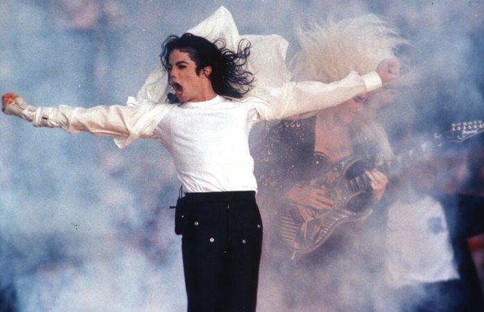 Quitan estatua de Michael Jackson en Dinamarca