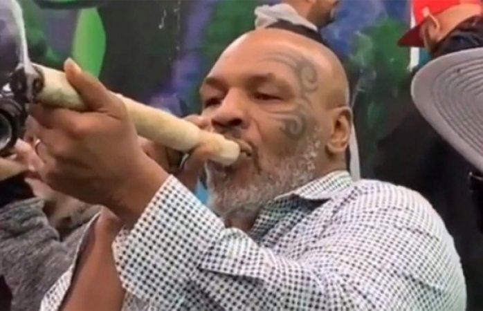 Fuma Mike Tyson enorme churro de marihuana