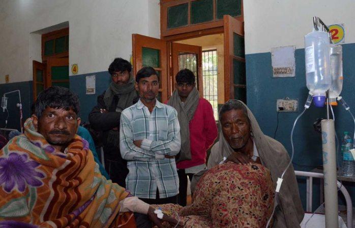 Van más de 100 muertos en India por tomar alcohol adulterado