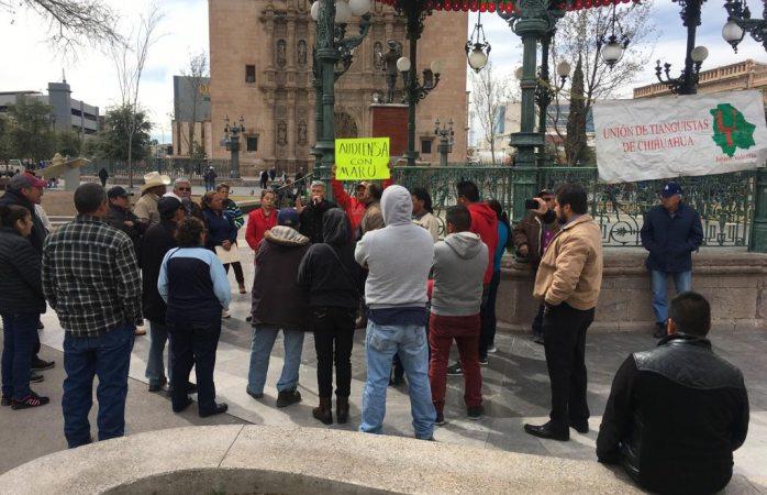 Ahora protestan contra maru los tianguistas