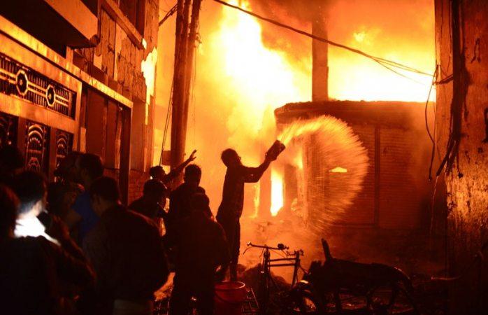 Mueren 69 en incendio en Bangladesh