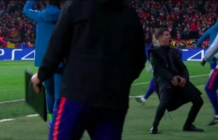 Durante festejo se toca los genitales técnico del atlético de Madrid