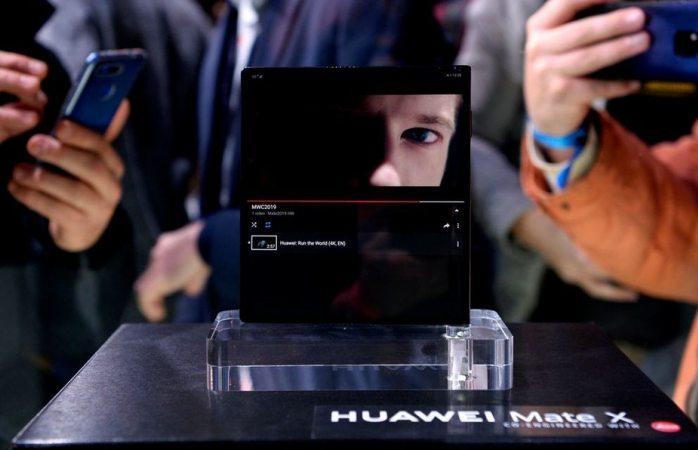 Presenta huawei su teléfono plegable