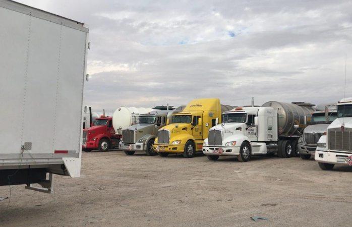 Trasladan en pipas combustible al centro del país