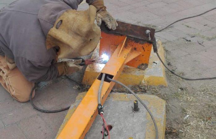 Reparan semáforo chocado en avenida tecnológico en Juárez