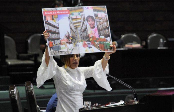 Gobierno opere gasolineras que dependían del huachicol: Rosario Robles