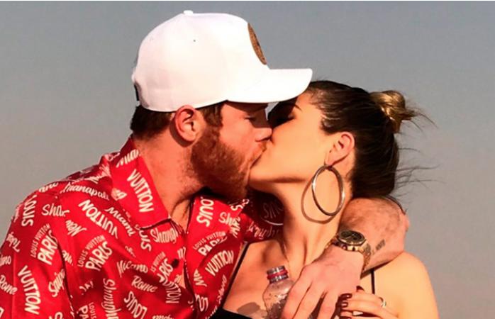 El besazo del Canelo a su novia Fernanda causó comentarios en redes