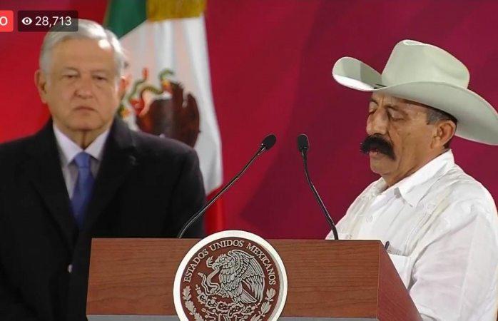 Viva México, cabrones, grita zapatista en la conferencia mañanera