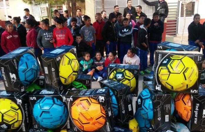Entrega fundación towi apoyos a estudiantes de secundaria