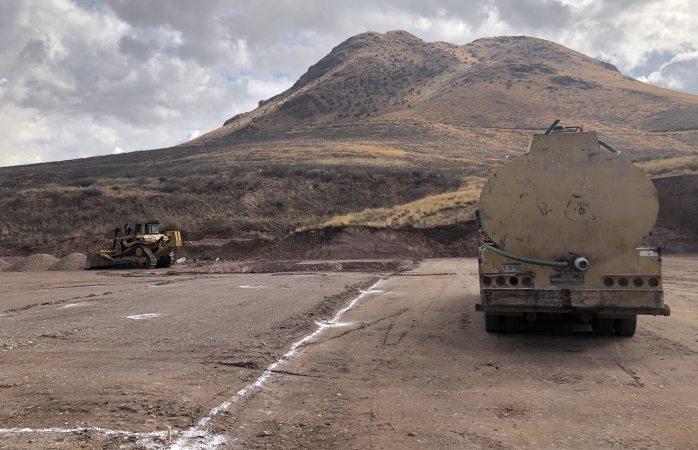 Construyen gasolinera cortando parte del cerro grande