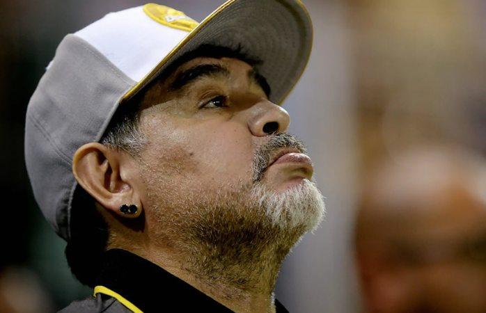 Operan a Maradona por sangrado estomacal