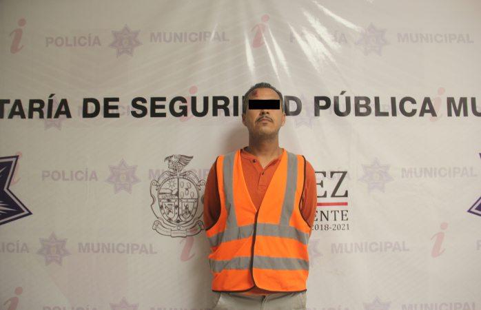 Arrestan a hombre que subió por la fuerza a auto a menor en Juárez