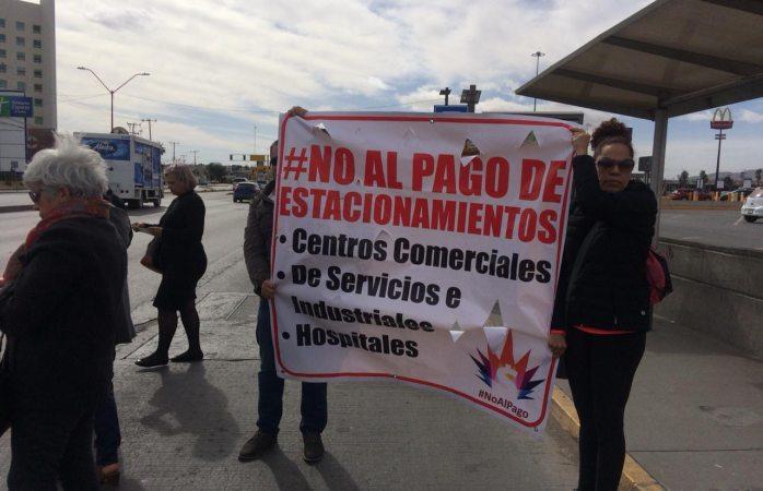 Protesta contra cobro de estacionamiento en las misiones