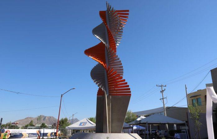 Develan escultura ingenieros civiles de Juárez