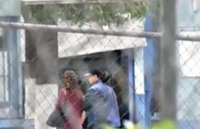 Aquí el momento en que Yadhira  visita a Juan Collado en el reclusorio