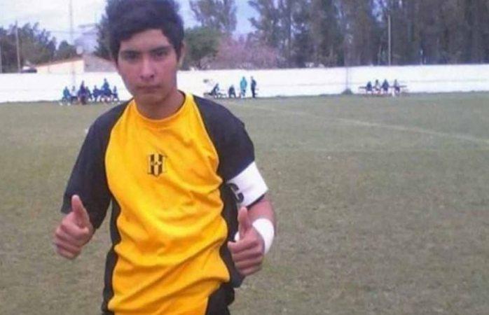 Muere portero a los 17 años al atajar penal con el pecho