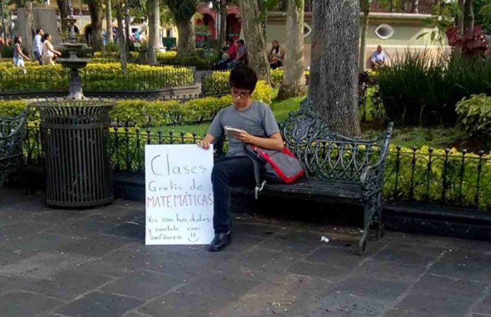 Ofrece clases gratuitas de matemáticas en parque