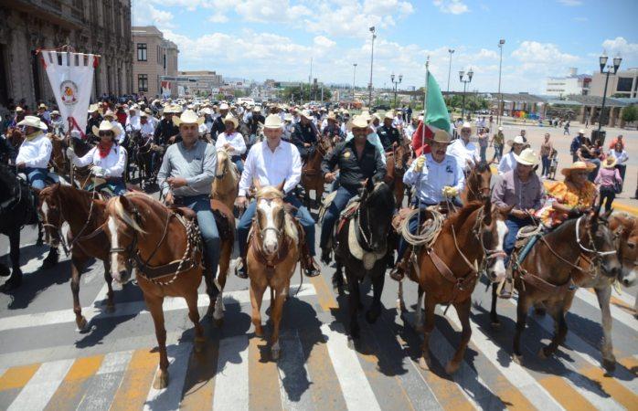 Encabeza El Caballo Lozoya partida de la cabalgata villista