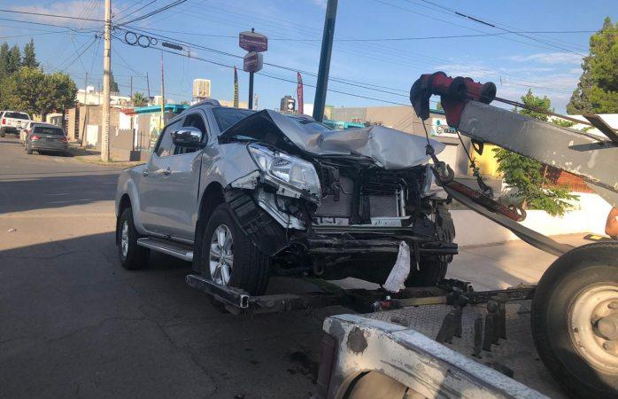 Choque en la Guadalupe deja daños materiales