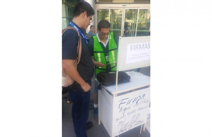 Recolectan firmas para plebiscito en congreso de Chihuahua