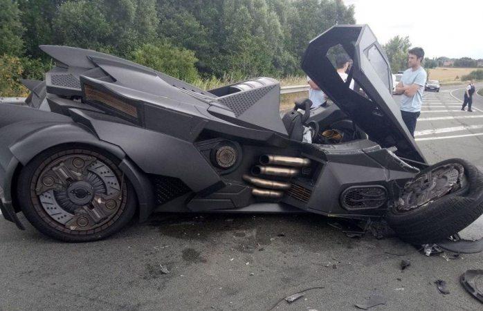 Youtuber choca Lamborghini convertido en Batimóvil