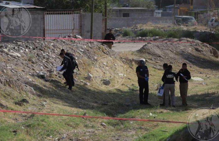 Hallan cadáver en bolsa para dormir en arroyo de Juárez