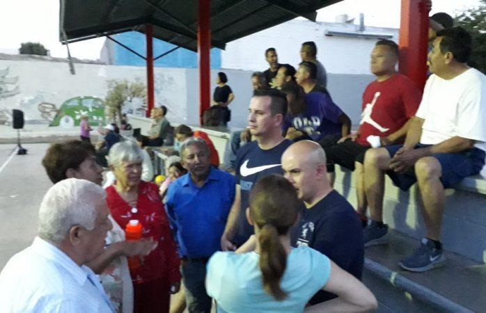 Apoya Miguel La Torre y Laura Contreras a vecinos de Santo Niño