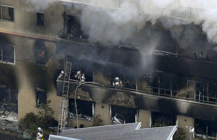 Más de 30 mueren en incendio intencionado en estudio de anime en Japón