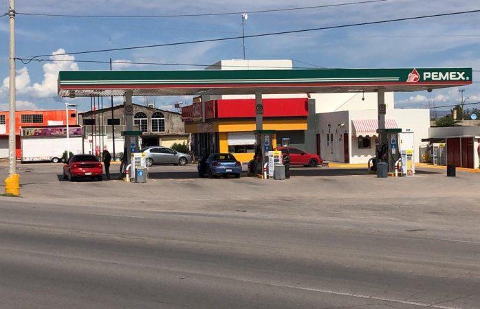 Gasolinera responde ante daños a vehículos por combustible con agua