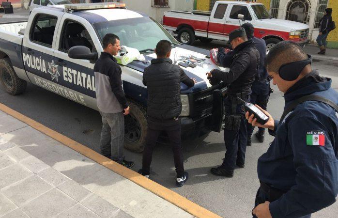 Detienen a dos policías estatales este fin de semana