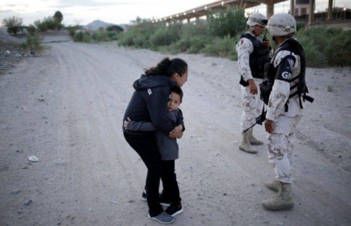 Suplica migrante que la dejen pasar con su hijo a EU