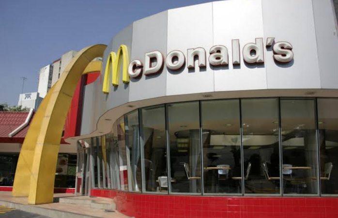 Iracunda mujer dispara en McDonalds por servirle las papas frías