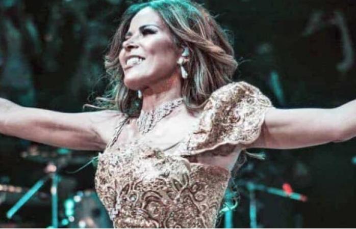 Vídeo: Gloria Trevi escupe al ex secretario Aurelio Nuño durante un show