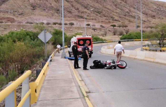 Muere motociclista al estamparse contra muro