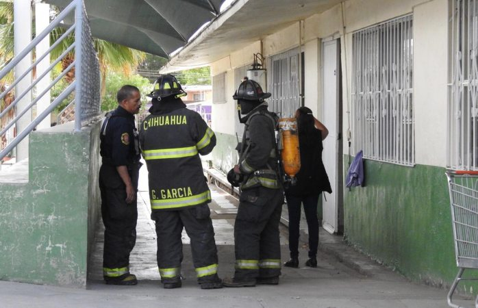 Evacúan a alumnos de primaria por explosión en la cafetería