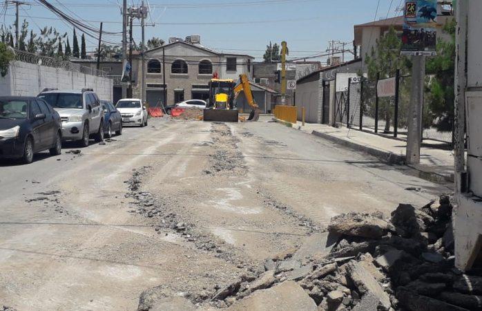 Informa tránsito cierre total de calle colegio México