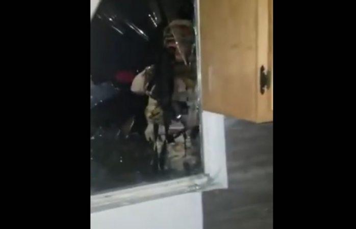 Irrumpen militares en vivienda y roban a familia