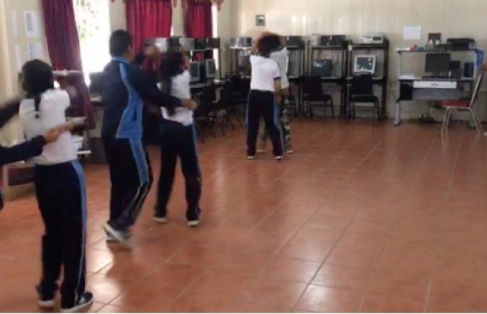 Se viralizan niños que bailan cumbias en clase de educación física (VIDEO)