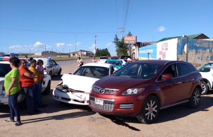 Choque deja cuantiosos daños en dos vehículos