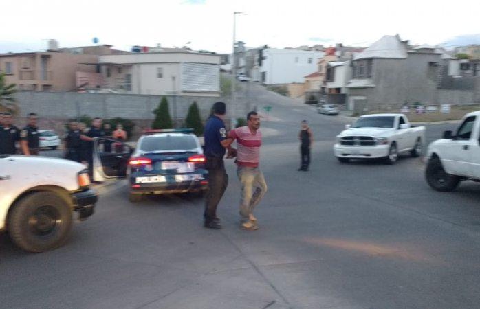 Lo detienen después de riña con policía municipal