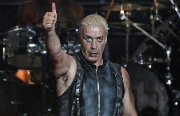 Cantante de Rammstein le rompe la mandíbula a fan que insultó a mujer