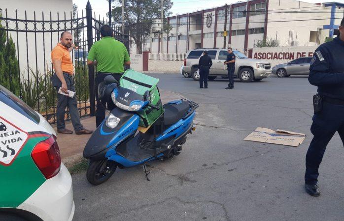 Impacta contra motociclista de uber eats