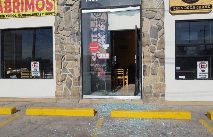 Rompen cristales y roban restaurante del periférico