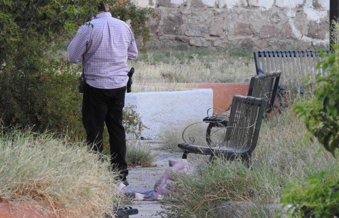 Muere por congestión alcohólica en un parque al sur