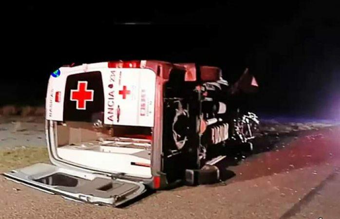 Chocan a ambulancia de la cruz roja en la carretera Chihuahua-Ojinaga