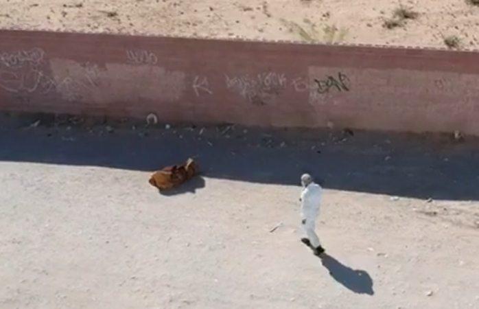 Hallan mujer muerta envuelta en cobija en Juárez
