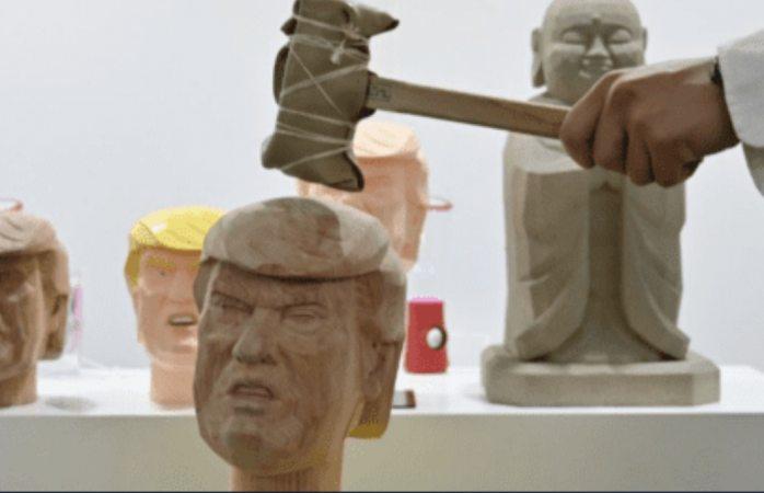 Curan el estrés dando martillazo a Trump en la cabeza