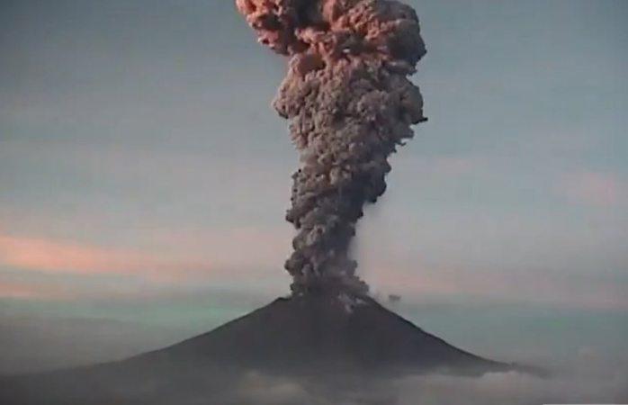 Registran explosión de 5 km de altura en el Popocatepetl (VIDEO)